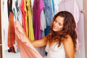woman-choosing-clothes
